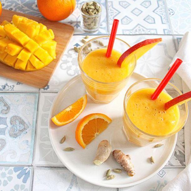 Smoothie d'hiver énergisant : mangue, orange, cardamome, gingembre et curcuma