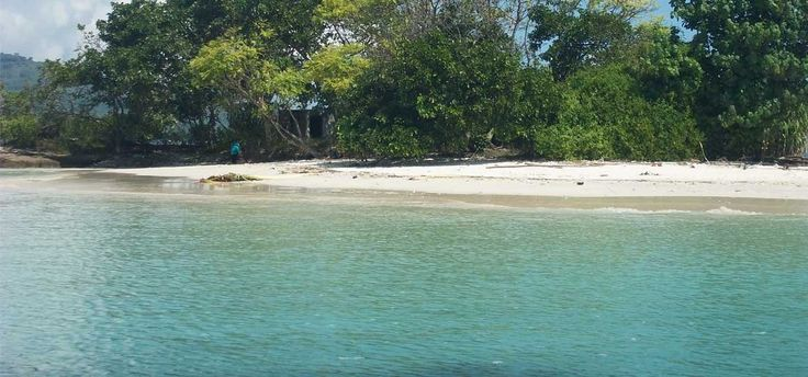 Gili Kedis - terletak di daerah Sekotong Lombok Selatan