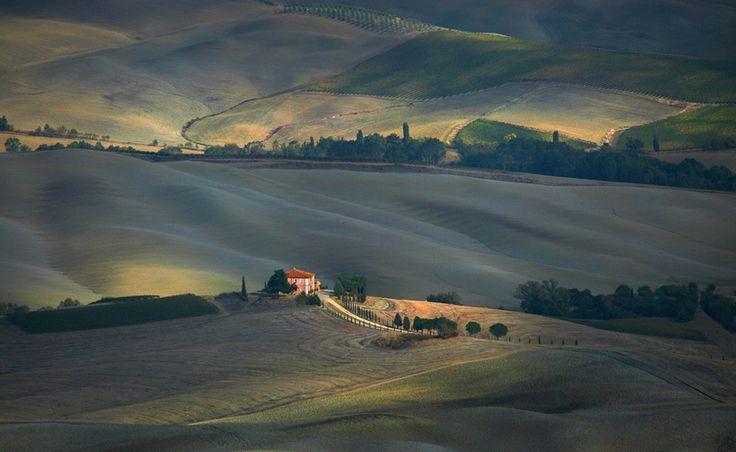 Fotografija usamljena kućica u prirodi ili kuća u nedodjiji 4