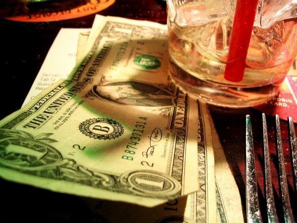 Las Vegas Tipping Guide + The Twenty Dollar Trick || VegasChatter