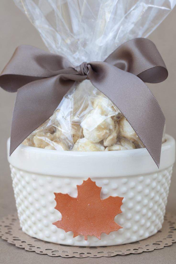 Caramel Popcorn Fall Treat - cute Thanksgiving party favor idea