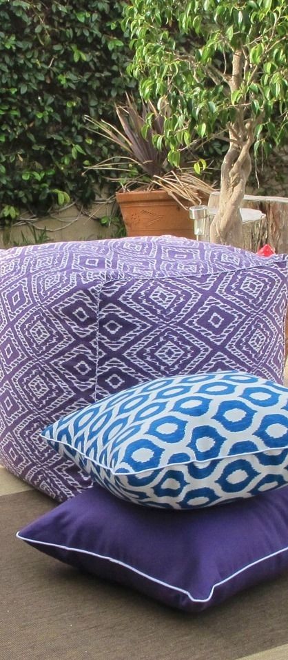 Ready for a mini outdoor space makeover? DIY beautiful and colorful pillows for your backyard. This easy, homemade tutorial is the perfect weekend project.