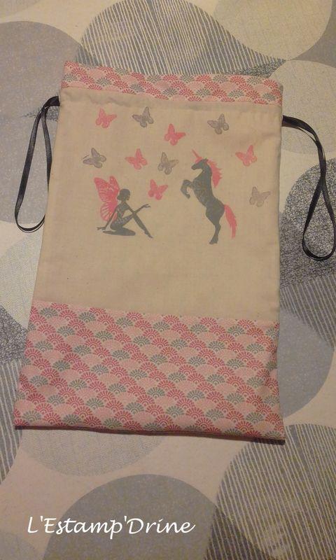 Défi gravure 2018 (1/6): Pochon réversible fée et licorne réalisé avec les tampons par l'Estampdrine