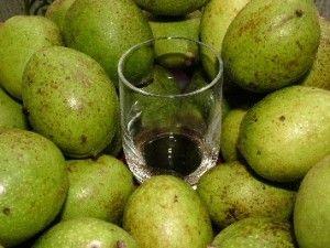 Nocino van eigen Schandelse walnoten, klaar rond kerst 2013...