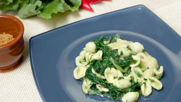 Dall'antica tradizione pugliese uno dei piatti più famosi, le orecchiette! Secche o fresche, rigorosamente fatte a mano, sono perfette in questa ricetta!