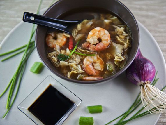 Prova la leggerissima zuppa cinese di gamberetti, una proposta del blog Dona, semplicità in cucina --- Calorie totali: 319 kcal /1 porzione: 79 kcal #ricetta