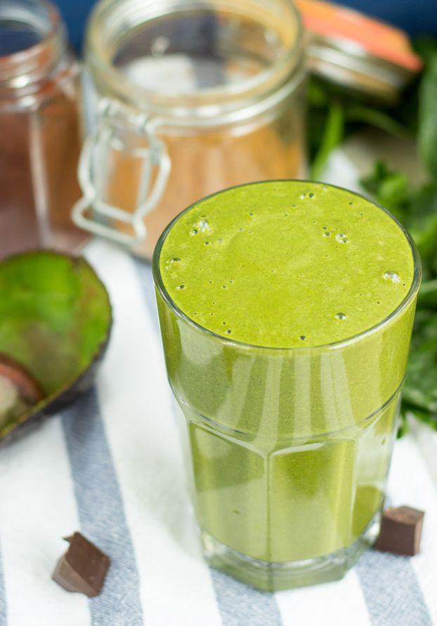 Avocado Spinach Fitness Smoothie. A True Nutrition Bomb #smoothie #vegan | hurrythefoodup.com
