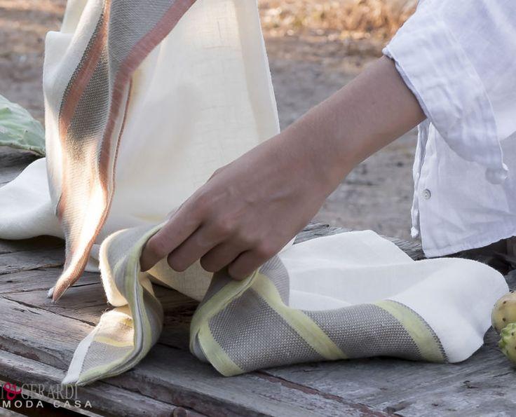 Colori di Puglia in tavola a tutto lino: mani delicate per una stoffa unica. #http://www.marinigerardi.it/store/tovaglie-runners/una-tavola-in-lino-tutta-da-mangiare-stoccolma-tovaglie-e-runner/