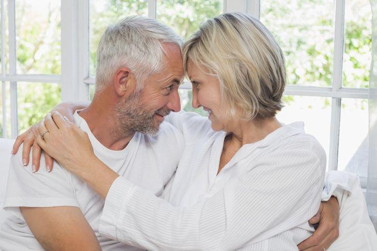 Första året i en relation ligger lusten på topp. Sedan dalar den, helt naturligt. Men hur behåller man glöden i sexlivet när man varit tillsammans länge?
