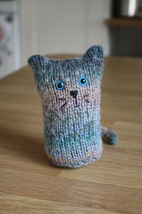 Tatty hat cat ... So simple and yet touching ... Sometimes craft does not necessarily has to be all curvy and styled