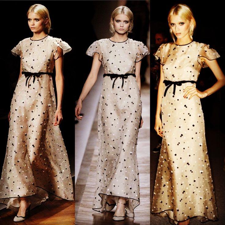 💖VALENTINO💖レンタルウェディングドレス Size US6 レンタル価格 56,000- (安心保険込) 憧れのヴァレンティノのドレスで✨✨トータルコーディネート✨✨憧れのヴァレンティノのウェディングドレス♪ こちらは、非常に高価なドレスになりますが、丁寧に扱って頂ける事を前提に、特別な価格設定にさせて頂いております 挙式に二次会にパーティーにどのシーンにも 実物は写真よりも素敵で✨裾も長いので、足元にふんわり広がりボリュームが出せます 小花刺繍が全体に散りばめられた幸せオーラいっぱいのドレスです✨✨海外ウェディングでとても人気で話題になったドレスで海外の方からのお問い合わせも多いドレスです 他ではお取り扱いの無いドレスなので、ヴァレンティノがお好きな方、憧れの方に是非おすすめしたいです✨✨ お気軽にお問い合わせ下さい☆ 記憶に残るドレス あなたらしいオリジナルのコーディネートで 他とは違うドレス お気に入りのブランドのウェディングドレスで 憧れのブランドのウェディングドレスで
