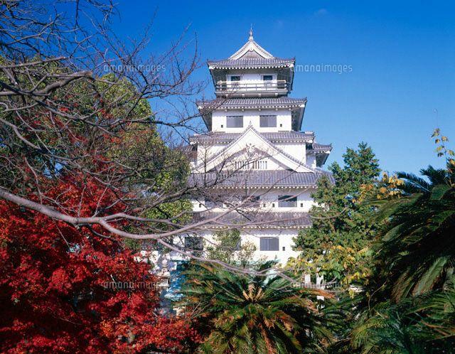 紅葉と今治城。愛媛県の絶対おすすめ観光スポット