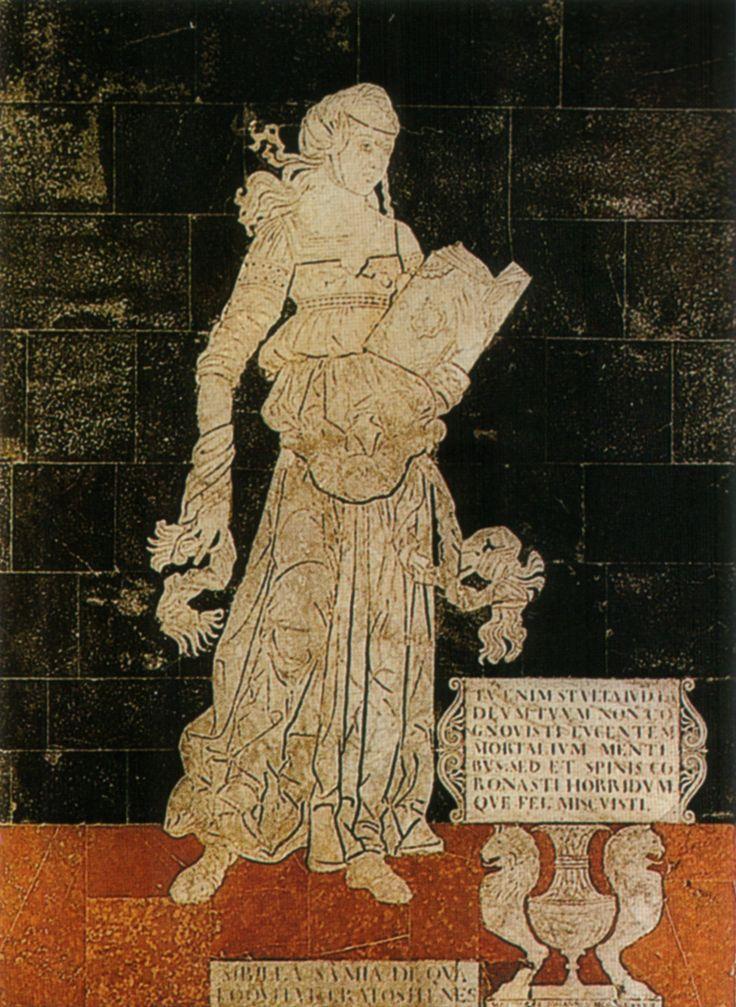 """Pavimento del Duomo di Siena - Navata sinistra; Sibilla Samia (ionica) - 1483; Matteo di Giovanni (disegno); La tabella accanto a lei, sorretta da due figure dalla testa leonina, contiene la scritta: """"Poiché tu, stolta giudea, non hai riconosciuto il tuo Dio, risplendente nelle menti degli uomini. Ma lo hai coronato di spine e hai versato per lui del fiele amarissimo"""". Foto di Sailko su Wikimedia Commons; #Siena #DuomoDiSiena #PavimentoDelDuomoDiSiena"""