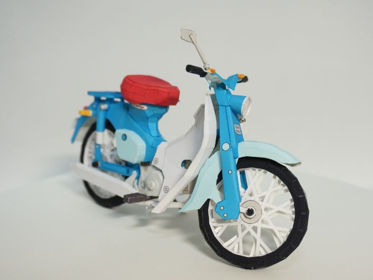 Believe it or not this Honda Super Cub c100 is a paper craft model and it's available for free for everyone to try and make one!
