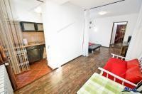 Agentia Imobiliara Deluxe va propune spre cumparare un apartament semidecomandat cu 1 camera situat in Galati, in zona Mazepa, foarte aproape de orice mijloc de transport, si acces usor la toate serviciile publice banci, piata, scoala, etc.