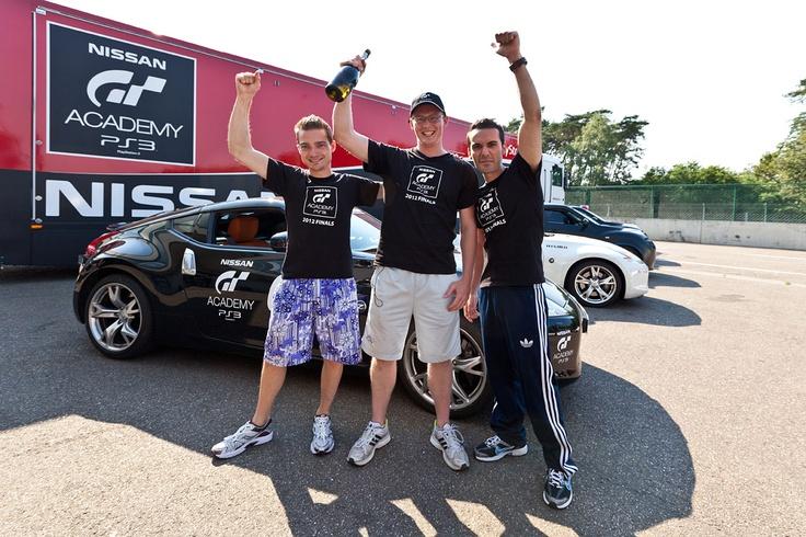 Het Nederlandse winnaarstrio: Enrico Mele (#2, links op de foto), Frank van Gasteren (#1, midden) en Hani Al Sabti (#3, rechts).  (foto door Evi Wilmus)