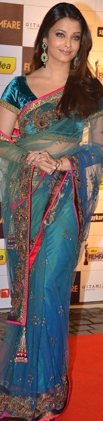 Aishwarya Rai graceful as ever in Saree
