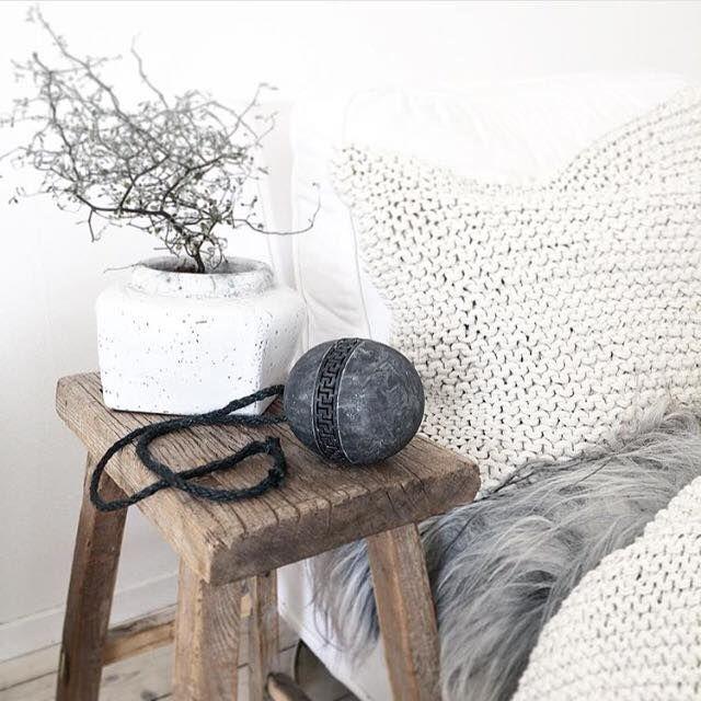 Potteskjuler - køb urtepotter og plantekrukker fra Cozy Room online hos House of Bæk & Kvist. #cozyroom #pottery #white #antiquelook #houseofbk