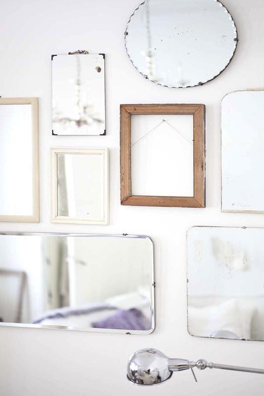 speglar och tomma ramar