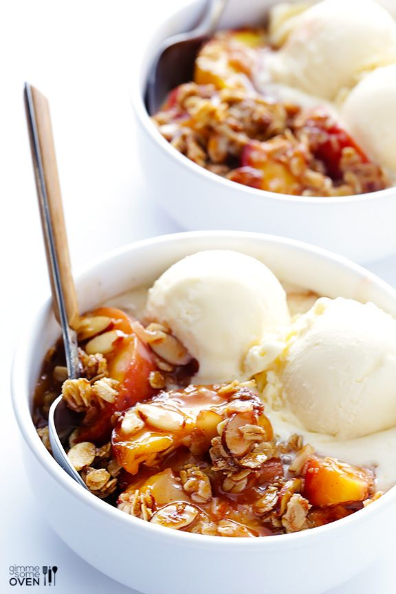 Gimme Some Oven | Ginger Peach Crumble | http://www.gimmesomeoven.com