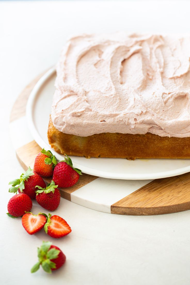 This light, spongy vanilla cake is topped with creamy strawberry frosting that can be made with frozen strawberries! Recipe by Brown Sugar & Vanilla. Strawberry Vanilla Cake, Vegan Vanilla Cake, Strawberry Scones, Strawberry Frosting, Strawberry Desserts, Vegan Cake, Winter Desserts, Holiday Desserts, Fun Desserts