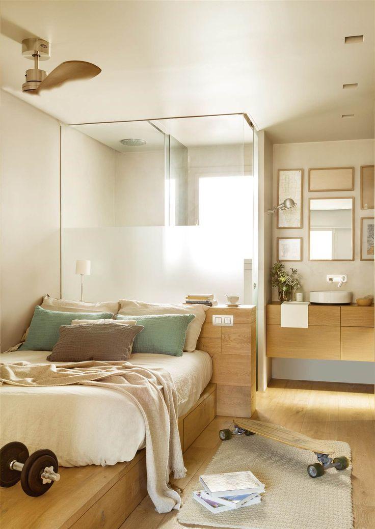 10 Casas con urbanas un cálido interiorismo invernal colchon sobre base con cajones, cabecero en madera con compartimentos, lavabo abierto y regadera tras mampara tras la cama