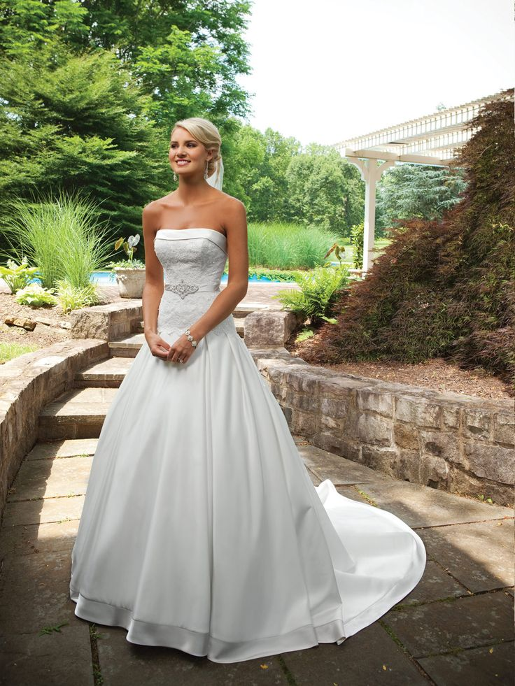 Strapless ball gown satin bridal gown. Wow.: Wedding Dressses, Ball Gowns, Wedding Dresses, Wedding Ideas, Weddings