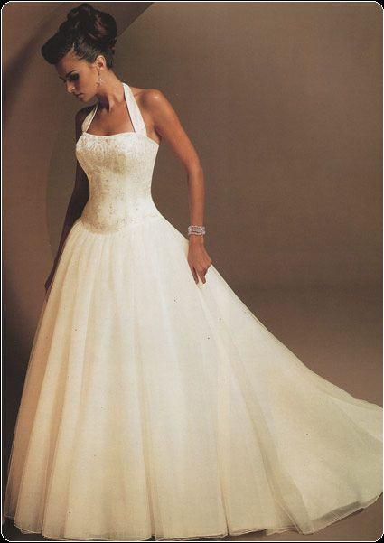 Wedding dresses with straps are so much nicer than strapless dresses. #wedding #dress
