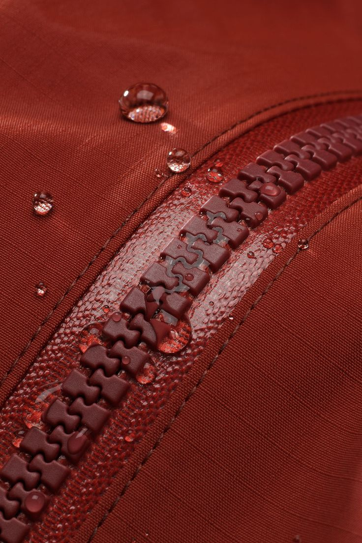 Waterproof molded zipper                    can use for nylon bags