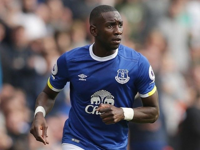Everton winger Yannick Bolasie blames knee injury on change of routine