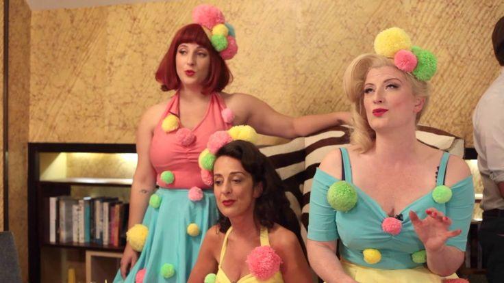 """Accentuate The Positive   - The Puppini Sisters """"C'est très original! Trois Jolies Femmes ce matin, c'et un agréable délice! Notamment la séduisante brune!"""""""