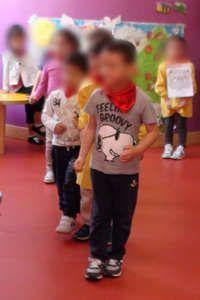 """Animals in Action I piccoli Leader Babies della sede di p/le del Fante si esibiscono in una performance eccezionale in lingua inglese che li vede vestire i panni di numerosi animali all'interno di tre diversi contesti scenografici: il GIARDINO, la FATTORIA e la GIUNGLA. Buona visione e … buona partecipazione alla """"Vita in Classe""""!  Il video originale non sfocato (proteggiAMO i bambini) è incluso nel DVD delle attività didattiche gennaio-giugno."""