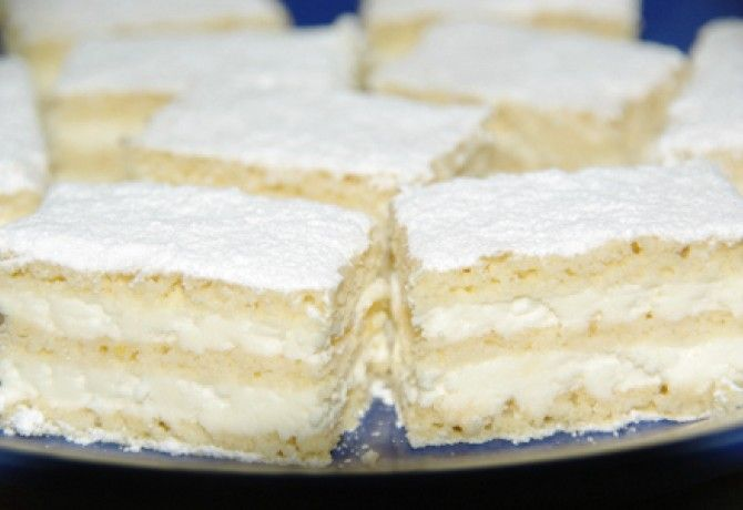 Pihe-puha túrós süti recept képpel. Hozzávalók és az elkészítés részletes leírása. A pihe-puha túrós süti elkészítési ideje: 50 perc