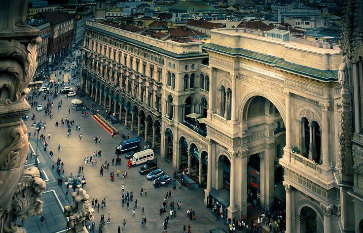 La Galleria Vittorio Emanuele II di Milano è un luogo sontuoso e impressionante, che rievoca atmosfere e vita di altri tempi.
