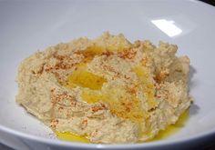 Zo maak je hummus  Scheut olijfolie en paprikapoeder er overheen en dippen maar. Lekker met turks brood of zuurdesem!