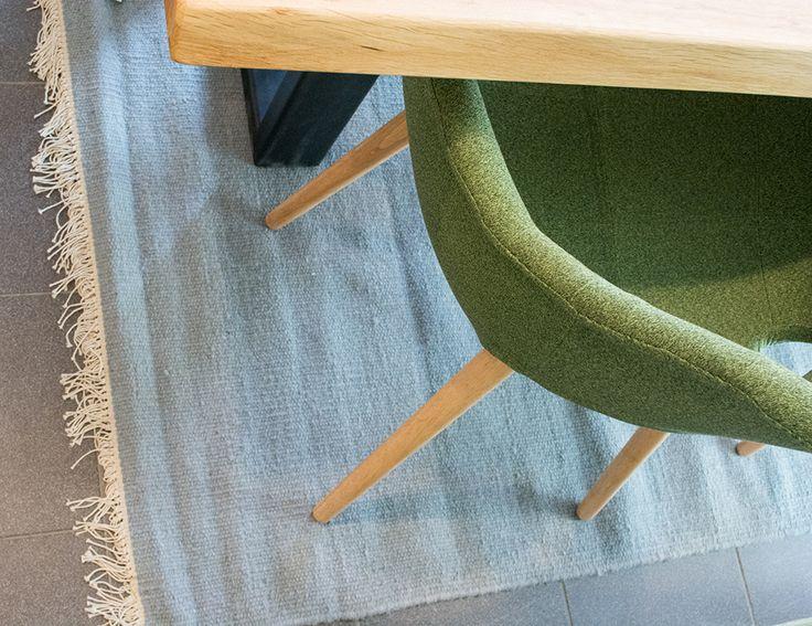 Prachtig is het met de hand gewoven wollen carpet Krokus!