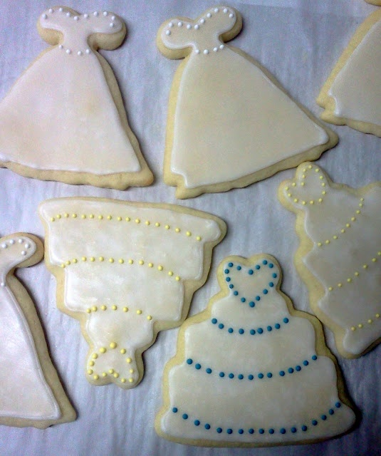 gown and cake wedding favors