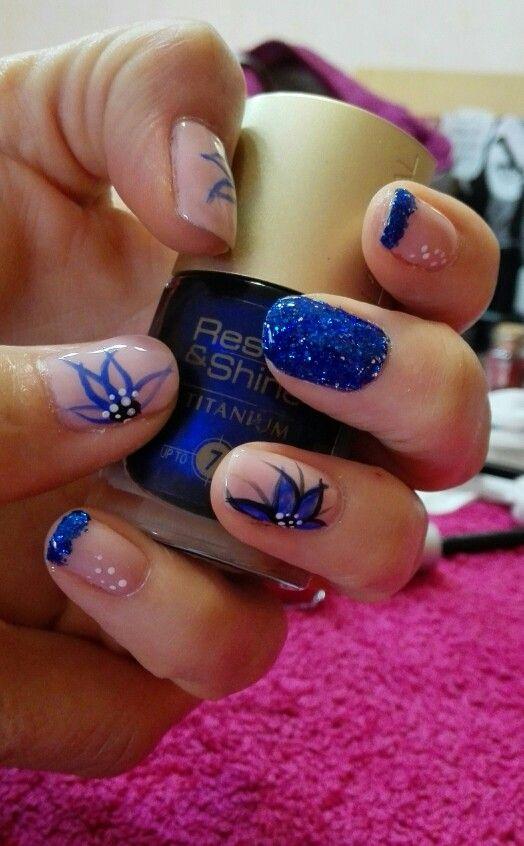 uas francesa y purpurina azul con flor