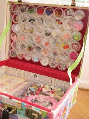Detailed directions for turning an old suitcase into a craft storage bin: Crafts Boxes, Idea, Diy Crafts, Crafts Rooms, Old Suitcases, Crafts Storage, Crafts Suitcases, Crafts Kits, Crafts Supplies
