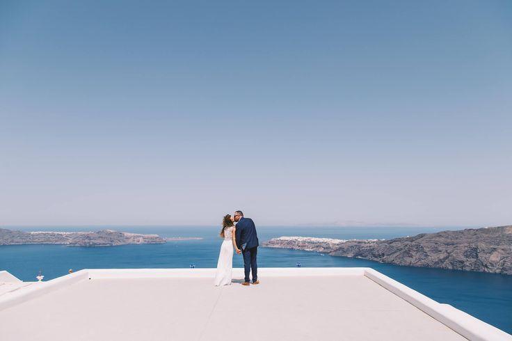 #wedding #weddingphotographer #view #blue #sky #sea #kiss #moments #love #inlove #groom #bride #oia #santorini #mikonos #folegandros #ios #miltoskaraiskakis