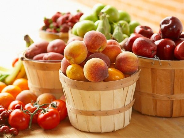 Kennen Sie Pegan? Vegan und Paleo in einem 1. Lebensmittel mit einem niedrigen glykämischen Index sind Pflicht Obst, Gemüse, Nüsse und Hülsenfrüchte sind erlaubt. Zucker und raffinierte Kohlenhydrate verboten. 2. Viel Gemüse und viel Obst Ihre Ernährung sollte zu 65 Prozent aus Obst und Gemüse bestehen. Je dunkler, desto besser. 3. Die richtigen Fette sind das Geheimnis Greifen Sie ausschließlich zu Omega-3-Fettsäuren aus Olivenöl, Nüssen und Avocados. Sonnenblumen-, Mais und Sojaöl sind…
