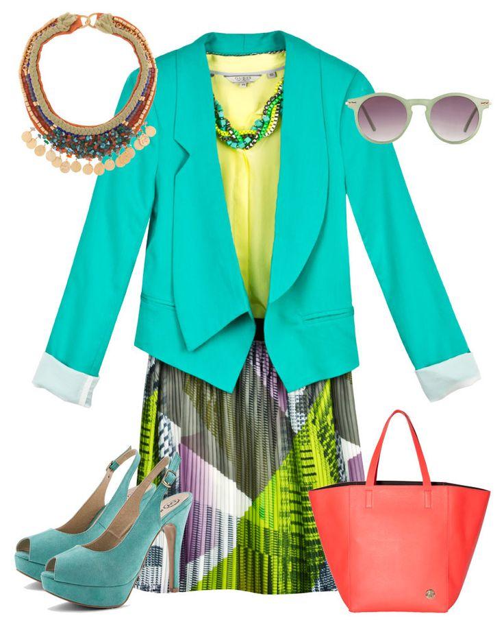 Collar de pedrería, Bimba & Lola; collar de mini cubos, H blazer con solapas grandes, Velvet Oak; falda plisada, Benetton; lentes de sol, ALDO; bolso de piel, Vince Camuto; sandalias de gamuza, C.