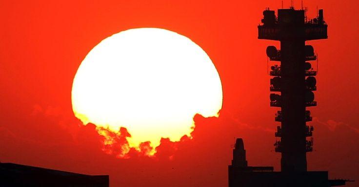 Paraná: Céu fica alaranjado durante o pôr do sol na região do parque Tanguá, na zona norte de Curitiba, nesta segunda-feira (29) - https://brasilmultas.com.br/noticias/noticias-rss/parana-ceu-fica-alaranjado-durante-o-por-do-sol-na-regiao-do-parque-tangua-na-zona-norte-de-curitiba-nesta-segunda-feira-29/