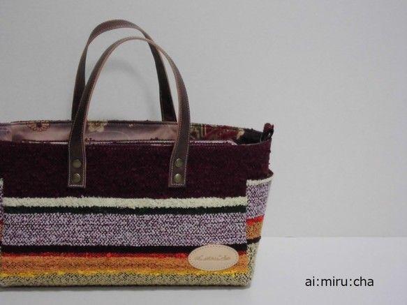 はなあさぎ・・・この型は横長の背の低いマチ広めのトートバッグ。上部はファスナー式なので中の荷物も見えず安心。前後にはマグネット止めの仕切りポケットがあるので仕... ハンドメイド、手作り、手仕事品の通販・販売・購入ならCreema。