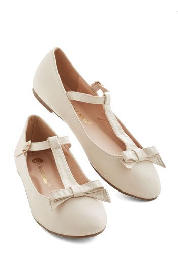 Pretty Photo Shoot Flat in Vanilla. Buckle into these beautiful ballet flats and stay comfy between camera clicks! #cream #modcloth