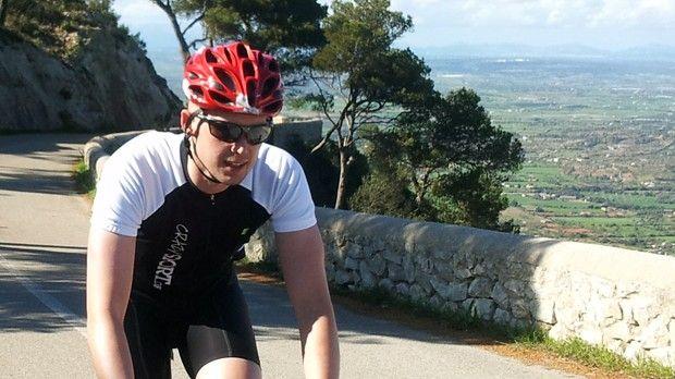 Jacob er en toptunet triatlet på vej mod en lovende sportskarriere, men så får han konstateret kræft. I dag er han helt ude på den anden side og har gennemført en triatlon og en ironman efter kræften.