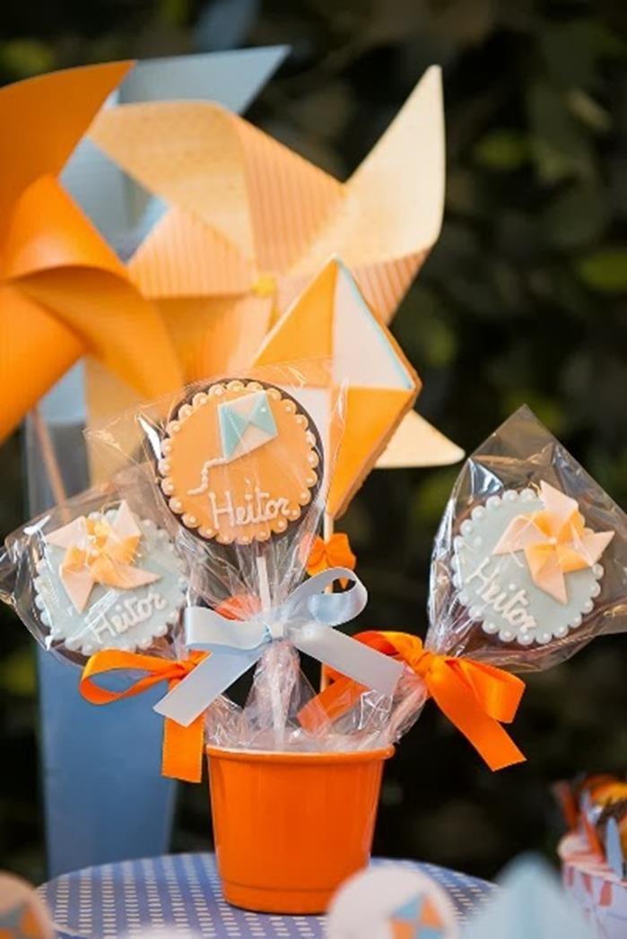 Cata-ventos e papagaios partido com tantas ideias bonitos através de Idéias do partido de Kara | KarasPartyIdeas.com #PinwheelsParty #KiteParty #PartyIdeas #Supplies (4)
