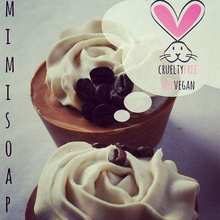 sapone al caffè e cacao  con crema di sapone alla vaniglia Esperienza extrasensoriale!!!  Gli ingredienti sono: olio d'oliva, olio di ricino, polvere di caffè e cacao per la b - 13969799