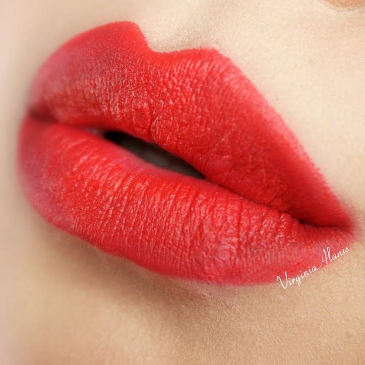 Virginia A adds a surge of intense color to her kissers with her gifted AVON True Color Perfectly Matte Lipstick in Coral Fever. Click through to check out this coveted shade. #AvonFreebie