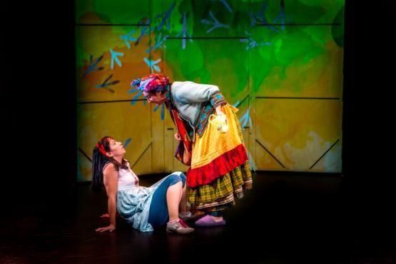 """Teatro """"El Hilo Rojo del destino: El viaje de Violeta"""" en Cáceres  Viernes, 17 de febrero - 20:30 Gran Teatro Cáceres   http://www.apartamentoturisticomontesol.com/actividades-5/teatro-el-hilo-rojo-del-destino-el-viaje-de-violeta-en-caceres-99"""